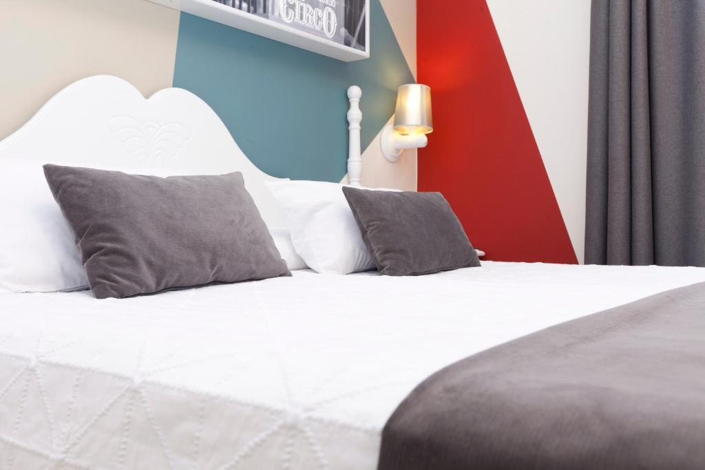 Een bed of bedden in een kamer bij Hotel Carlos V