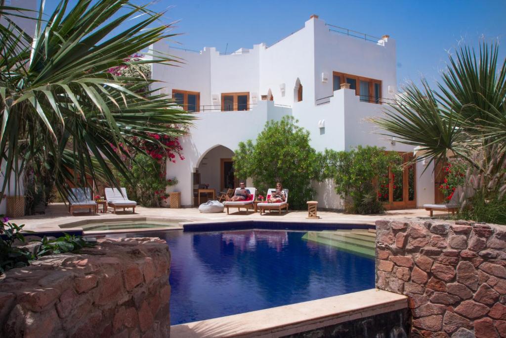 A piscina localizada em Red C Villas ou nos arredores