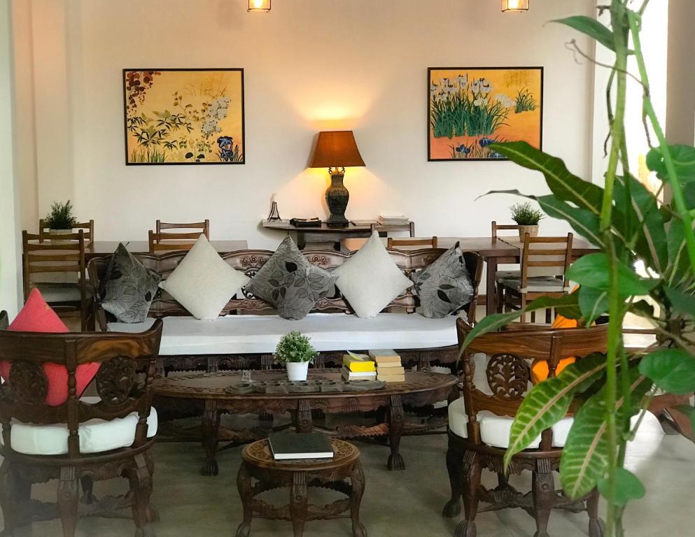 A seating area at Sayura House