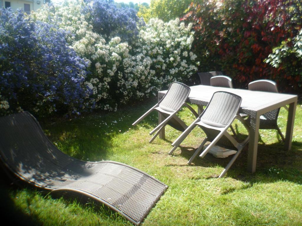 A garden outside Le Bocage