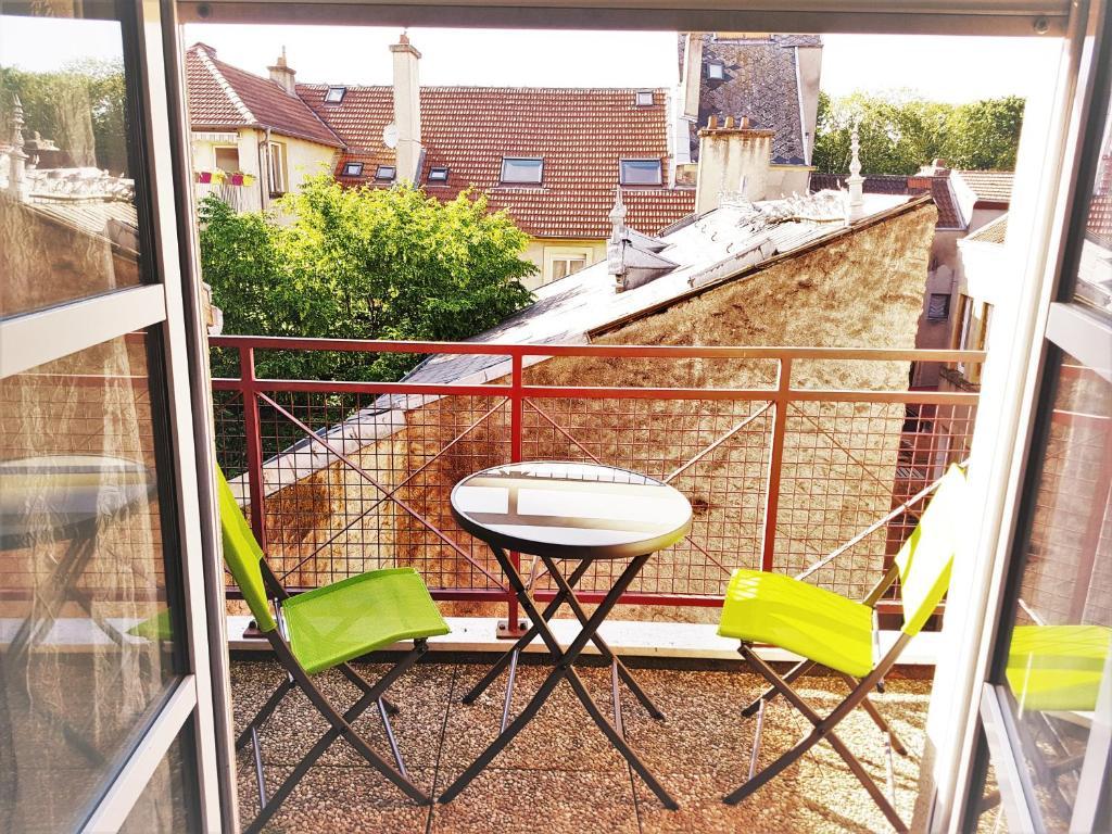 A balcony or terrace at Metz Port Saint Marcel