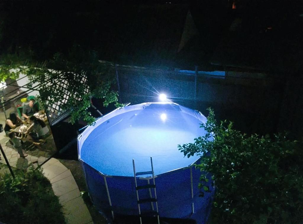 """Вид на бассейн в """"на Шмидта"""" или окрестностях"""