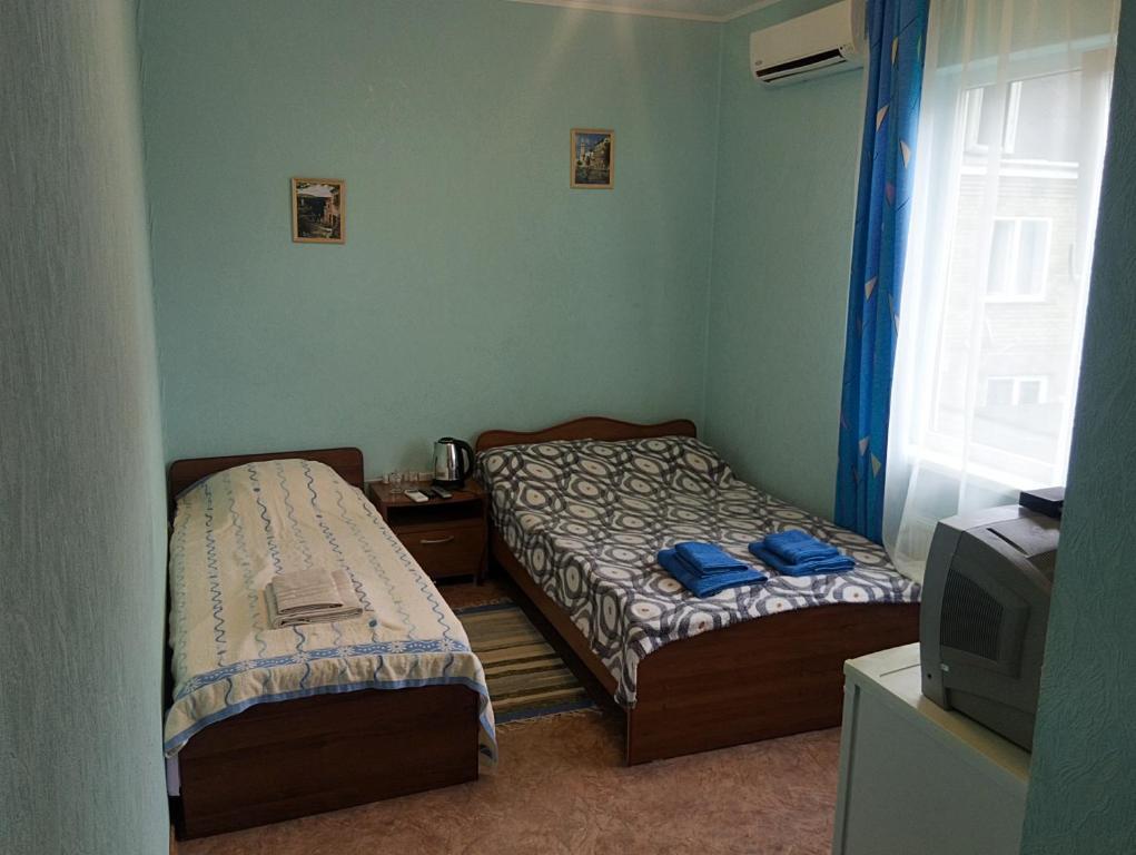 """Кровать или кровати в номере """"на Шмидта"""""""