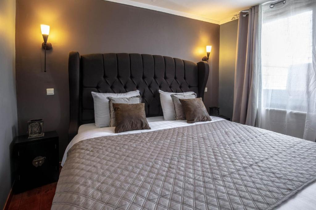 A bed or beds in a room at Park Hotel Airport