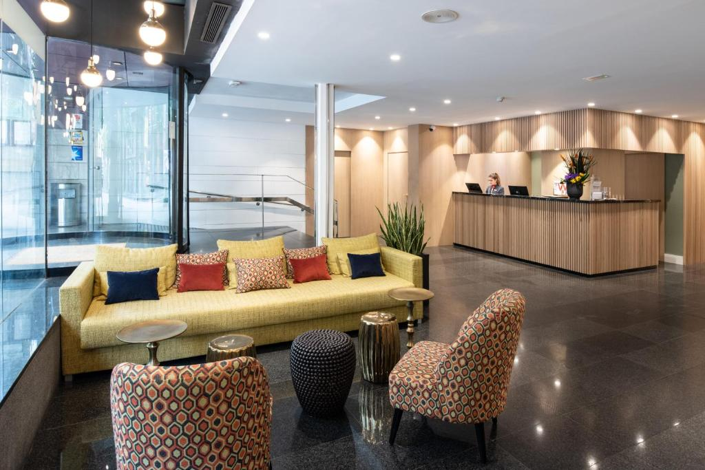 The lobby or reception area at Catalonia Diagonal Centro