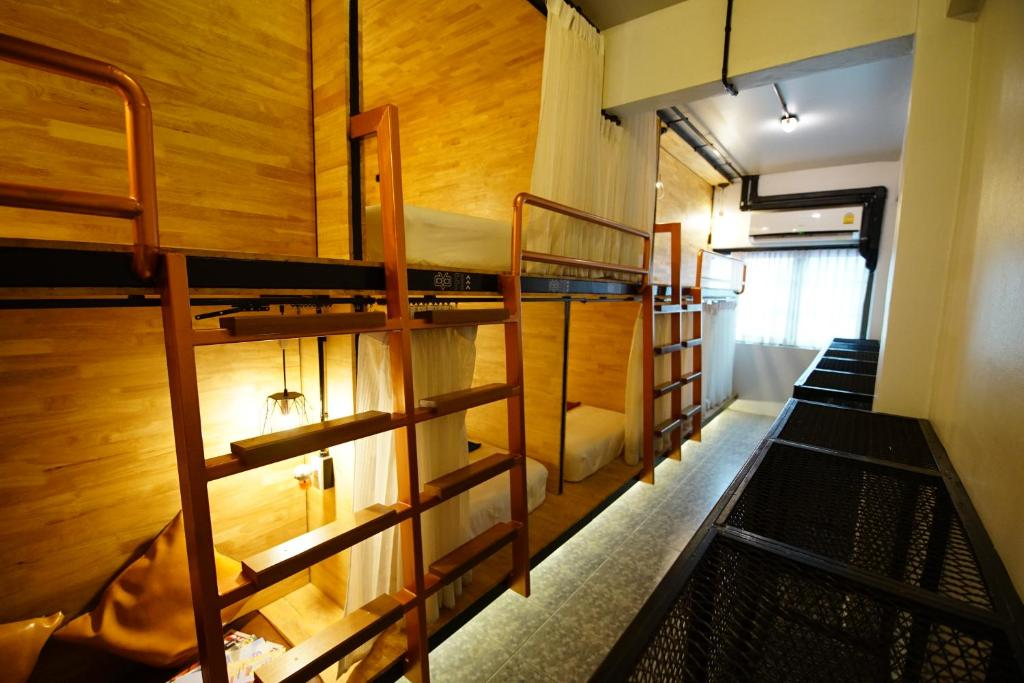 A bunk bed or bunk beds in a room at Sleep Owl Hostel
