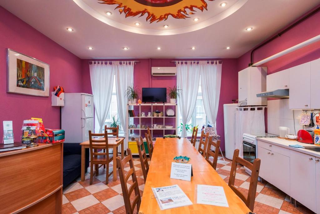 Кухня или мини-кухня в Italian Rooms Pio on Griboedova 35