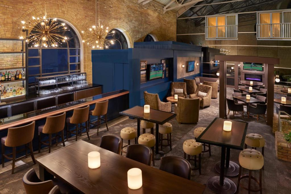 A restaurant or other place to eat at Delta Hotels by Marriott London Armouries