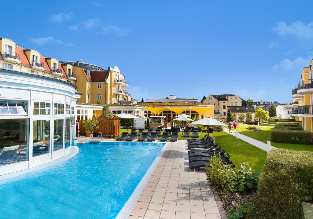 Swimmingpoolen hos eller tæt på Hotel zur Post - ein Rovell Hotel