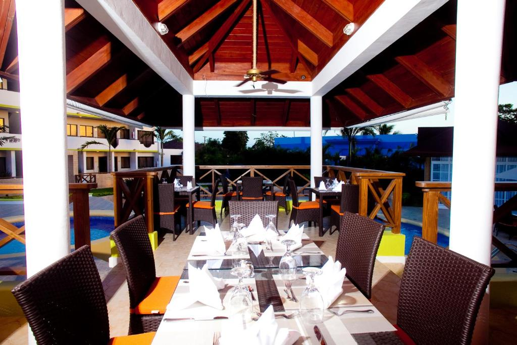 A restaurant or other place to eat at Hotel Silvestre