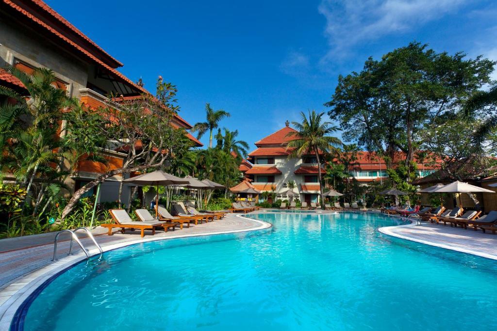 The swimming pool at or close to White Rose Kuta Resort, Villas & Spa