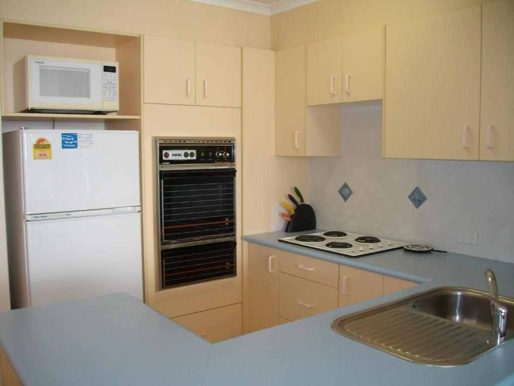 A kitchen or kitchenette at Stunning views in gorgeous Harbourside!