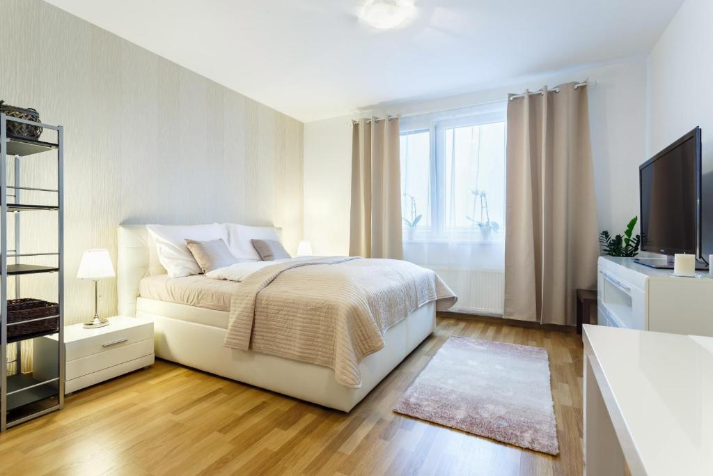 Postel nebo postele na pokoji v ubytování Golden Apartments Rezidence Nová Karolina