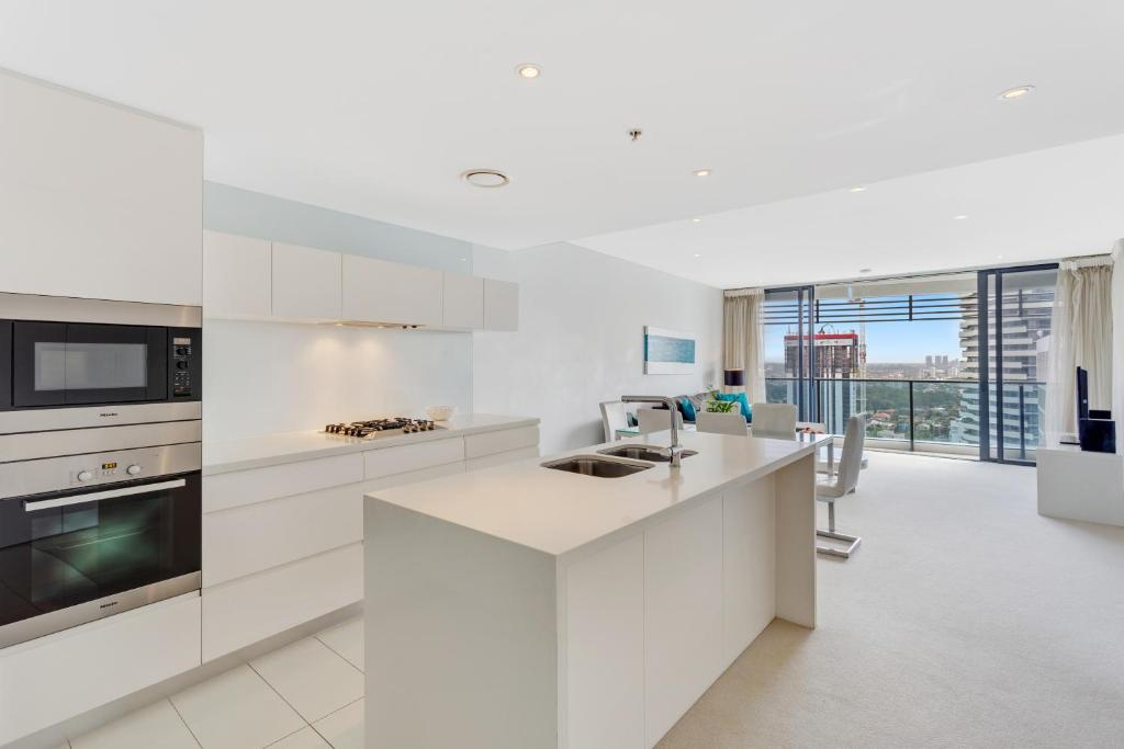 A kitchen or kitchenette at Oracle - 5 Star Luxury - Level 25