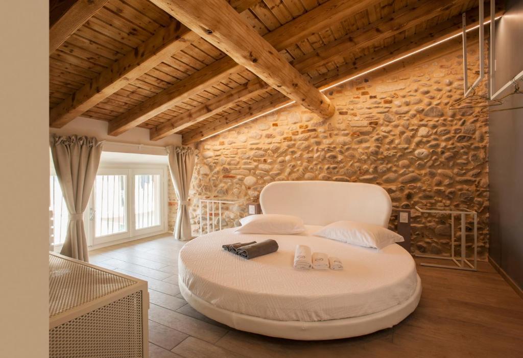 A seating area at B&B La Bellavita del Garda Luxury