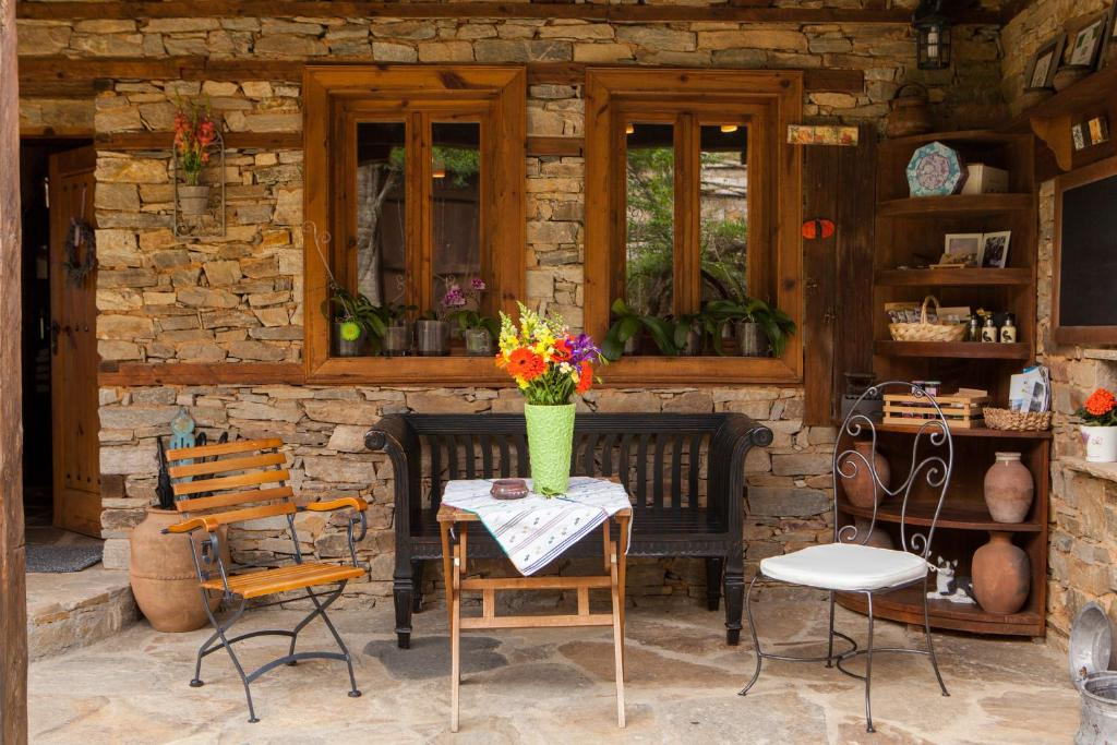 A restaurant or other place to eat at Lavanda Bed and Breakfast
