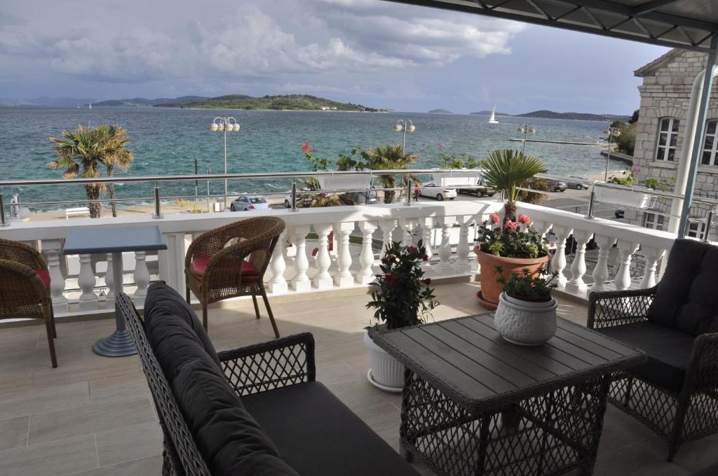 A balcony or terrace at Apartman Zana
