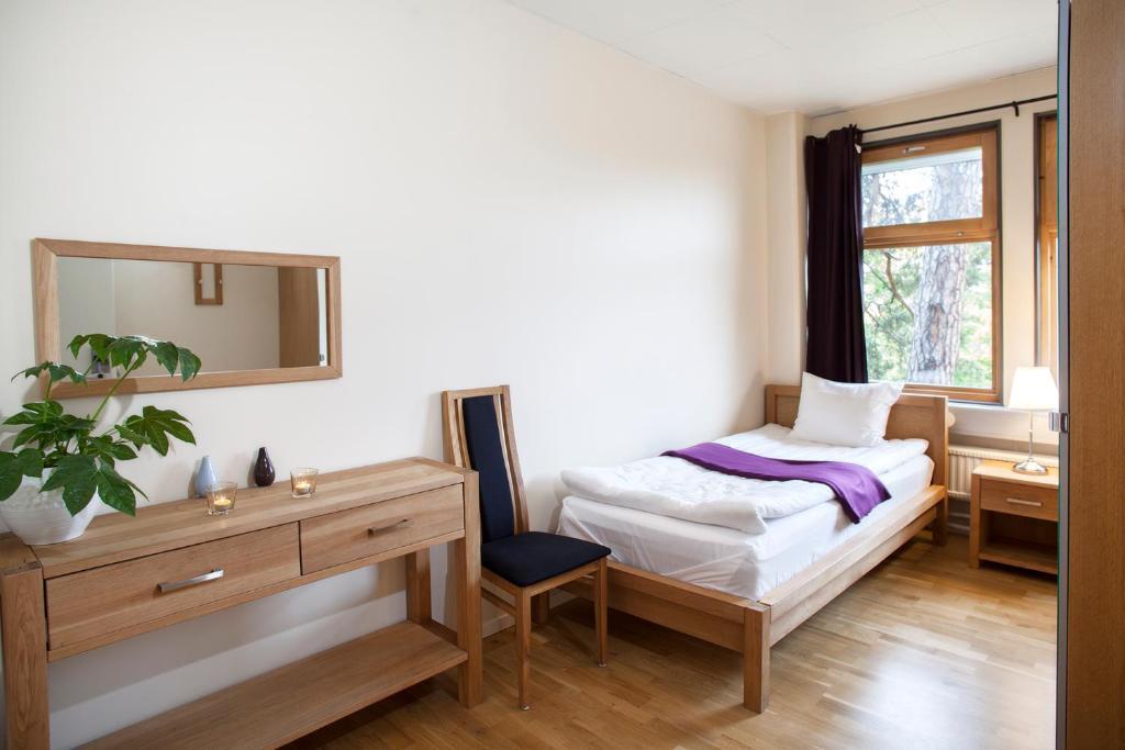 A bed or beds in a room at Kvarnholmen