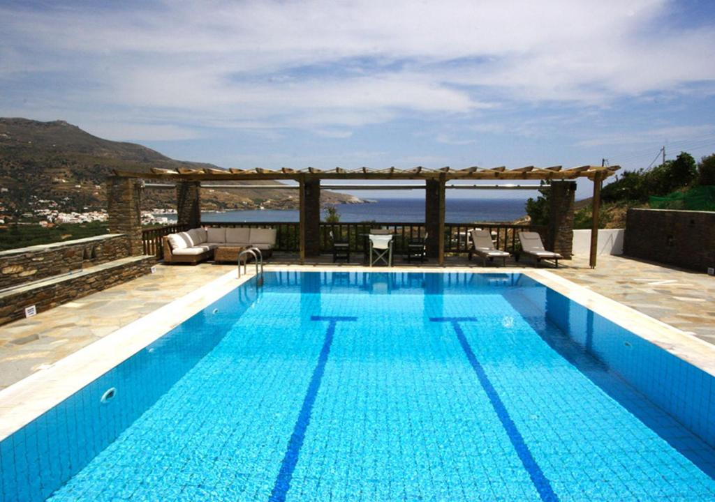 The swimming pool at or close to Nicolas