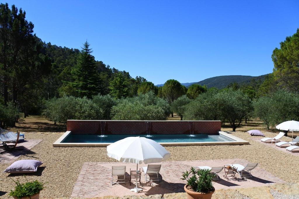 Piscine de l'établissement La Bastide de la Provence Verte ou située à proximité