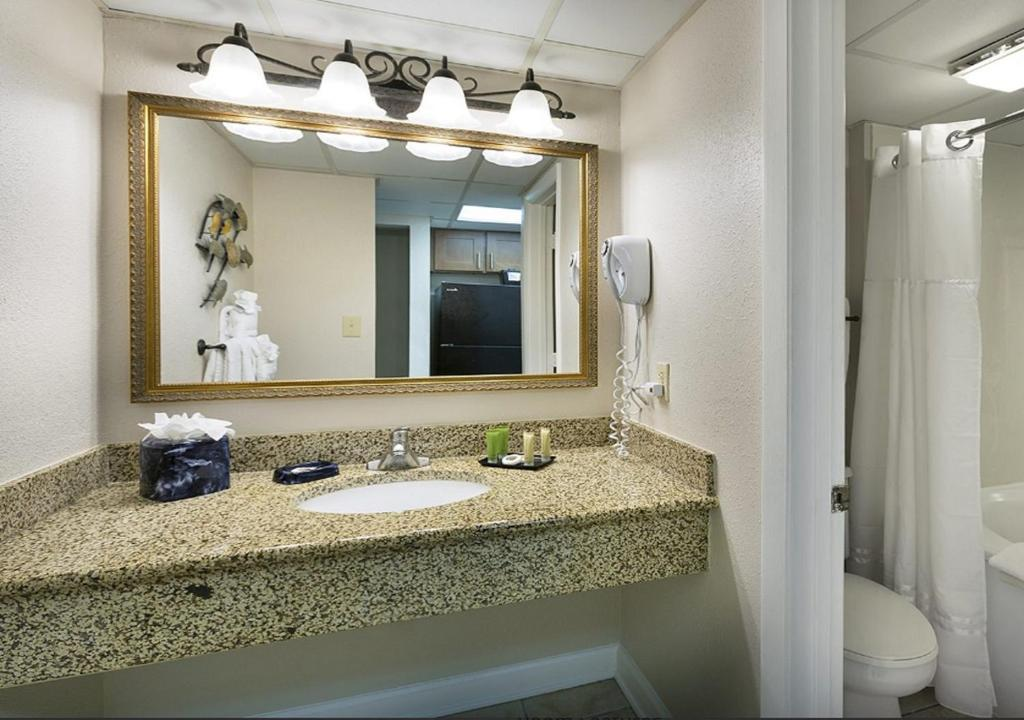 A bathroom at Sea Crest Oceanfront Resort