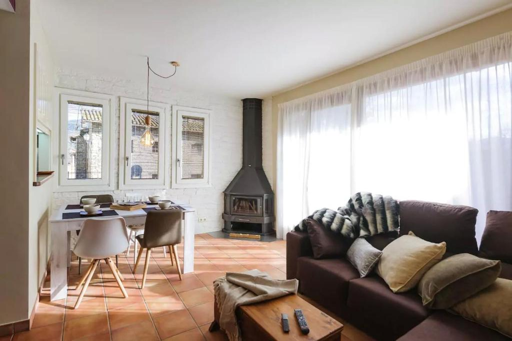 A seating area at Apartament Can Trona 1B