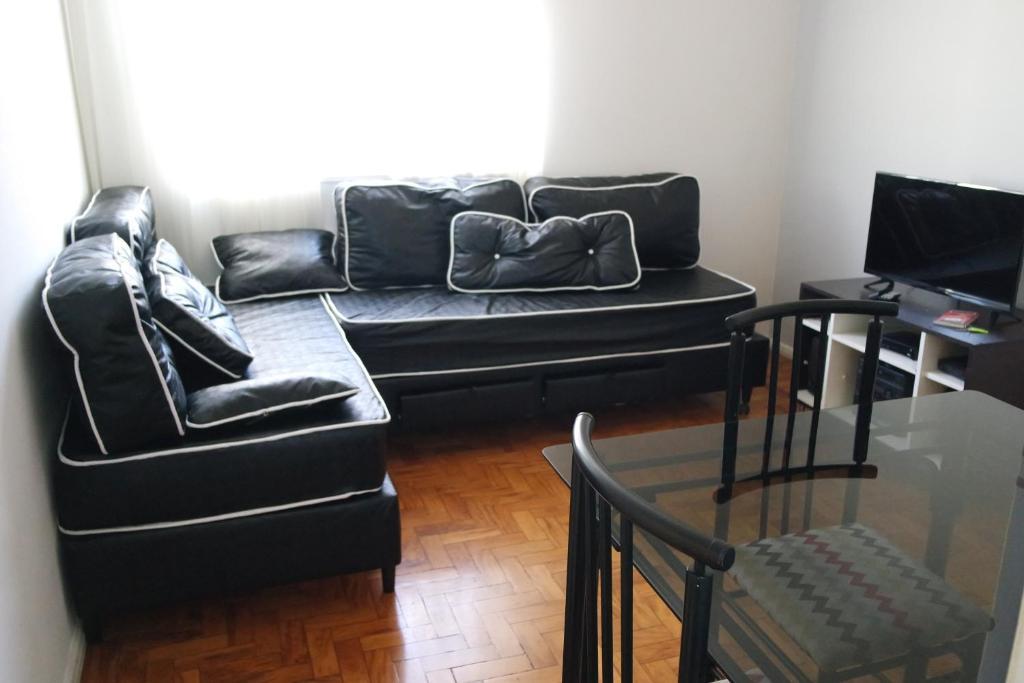 Uma área de estar em Apartamento PUC Minas