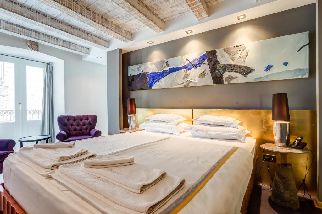 A bed or beds in a room at Boutique Hotel Hippocampus