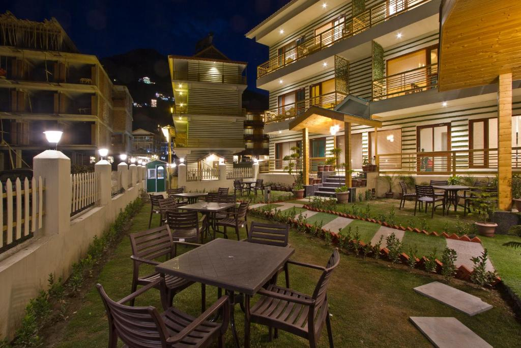 A restaurant or other place to eat at Hotel Avishi Greens