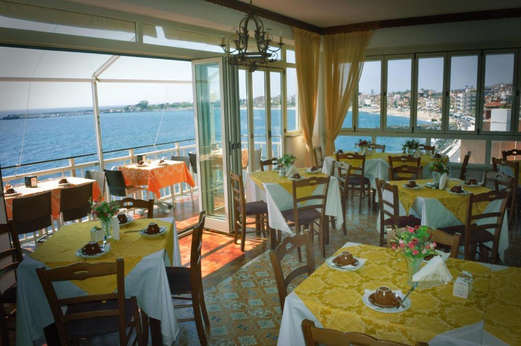 hotel la riva giardini naxos sicily
