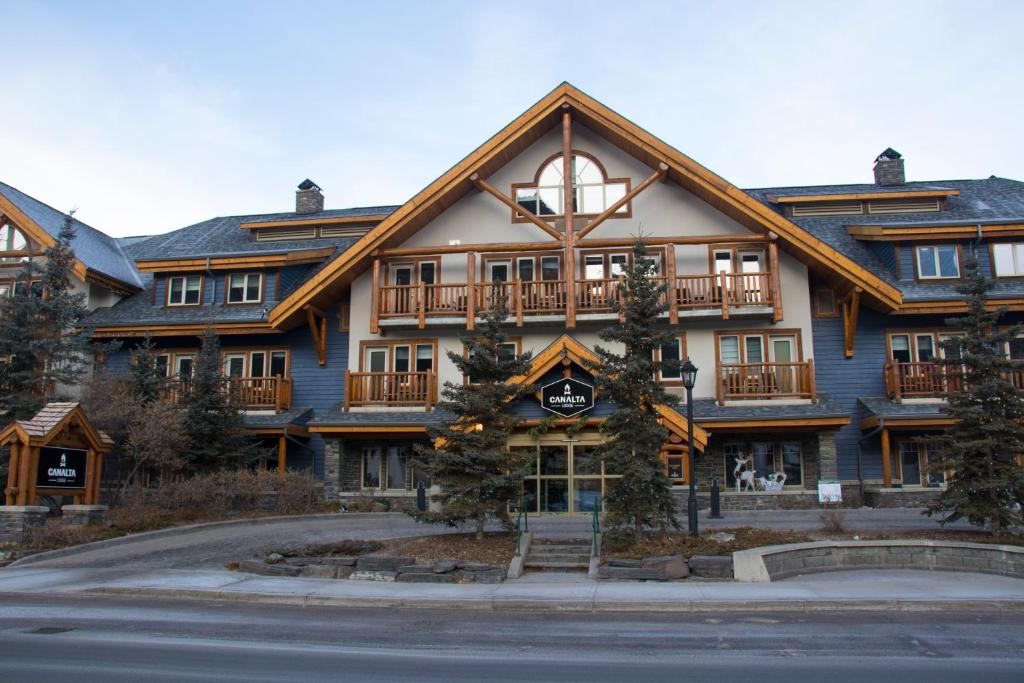 Canalta Lodge during the winter