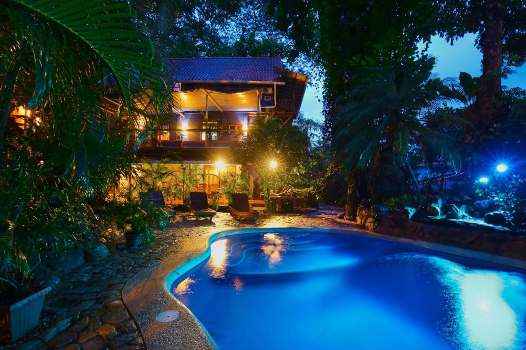 The swimming pool at or near Tico Adventure Lodge