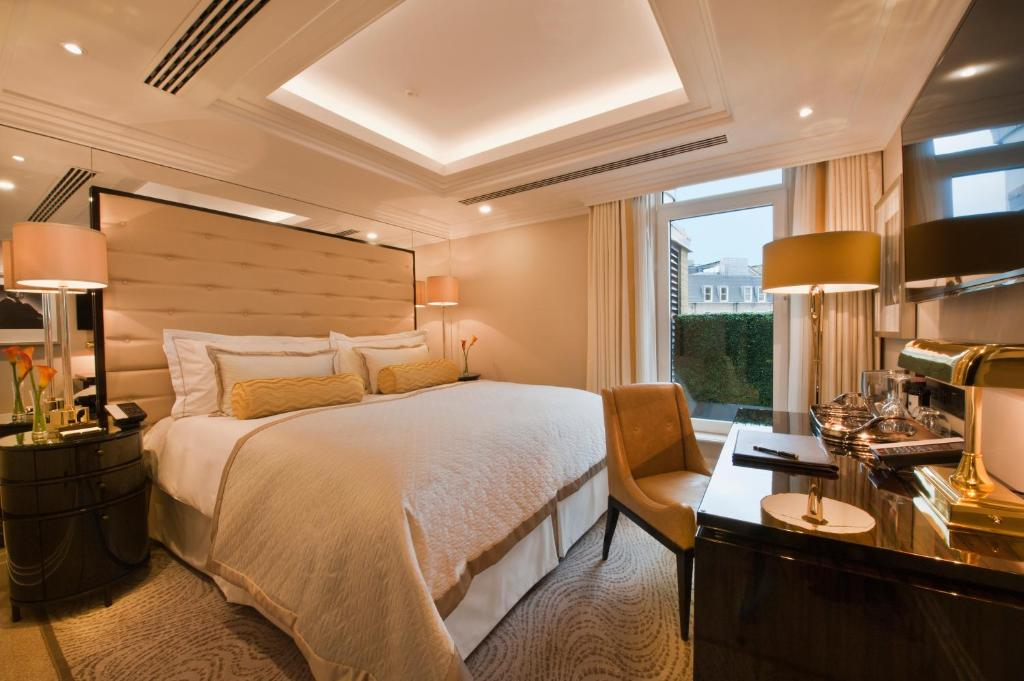 A room at The Wellesley Knightsbridge.