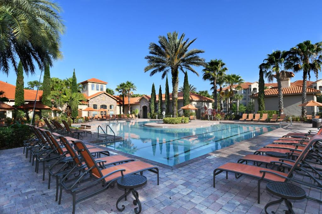 The swimming pool at or close to Tuscana Resort Orlando by Aston
