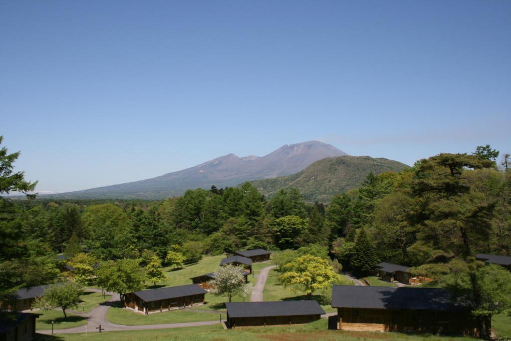 Pemandangan umum gunung atau pemandangan gunung yang diambil dari hotel