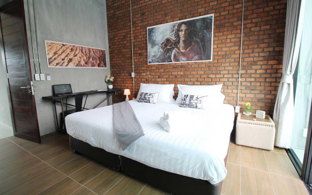 A bed or beds in a room at Unique Loft Apartment