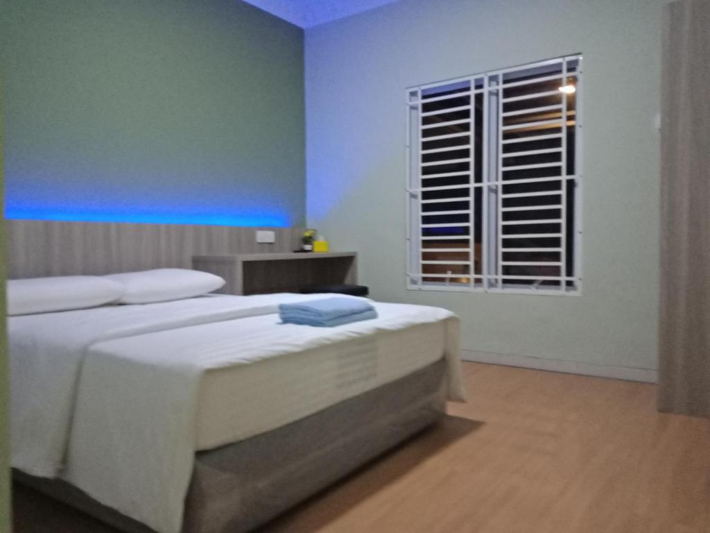 A bed or beds in a room at SleepRest @ Golden Prima