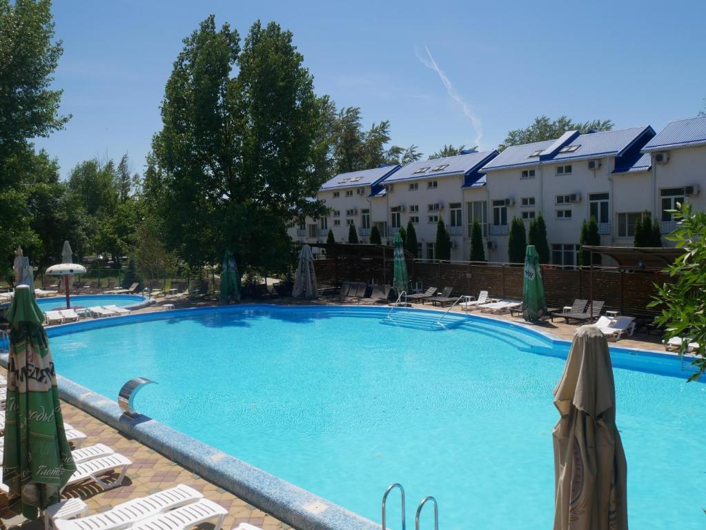 The swimming pool at or close to Golubaya Volna