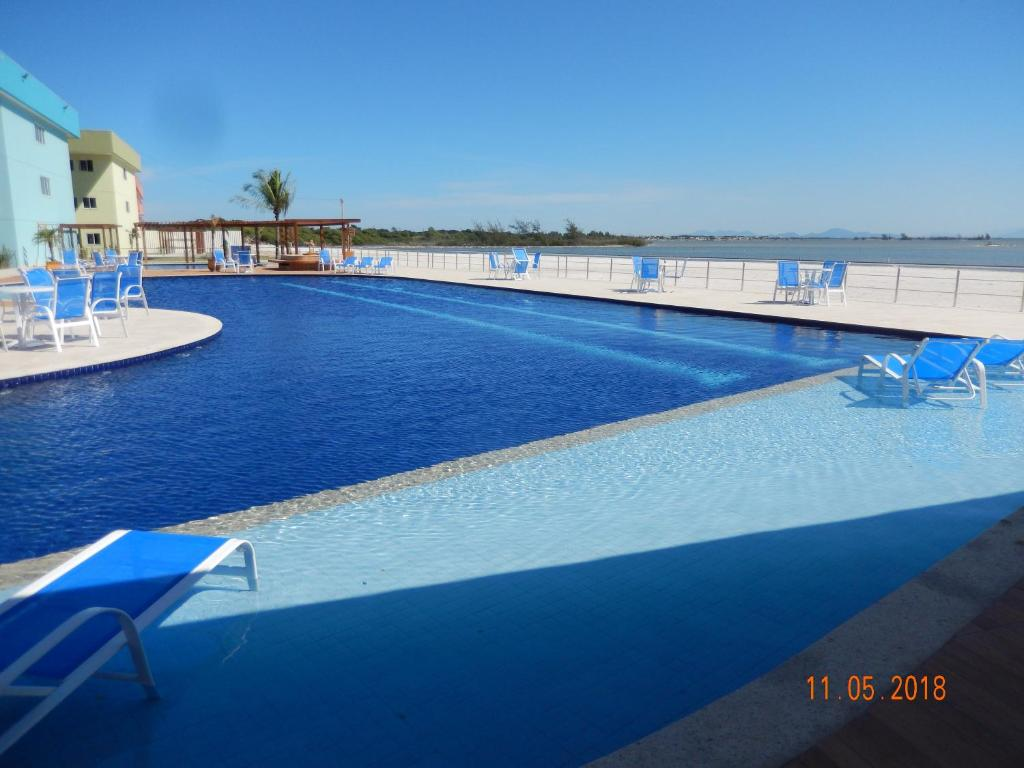 The swimming pool at or close to Flat entre Mar e Lagoa