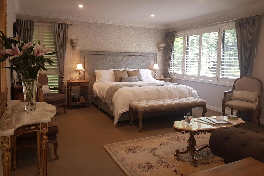 A bed or beds in a room at Villa d'Amour at Maison Belle Retreat