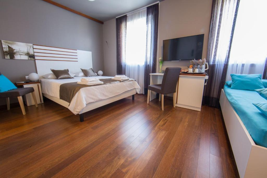 A bed or beds in a room at Luxury Rooms and Apartment Silente Bacvice
