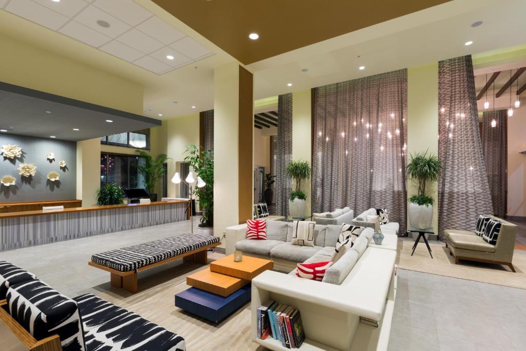 O saguão ou recepção de Wyndham Orlando Resort International Drive