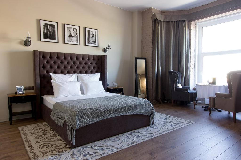 A bed or beds in a room at Le Diaghilev Boutique Hotel