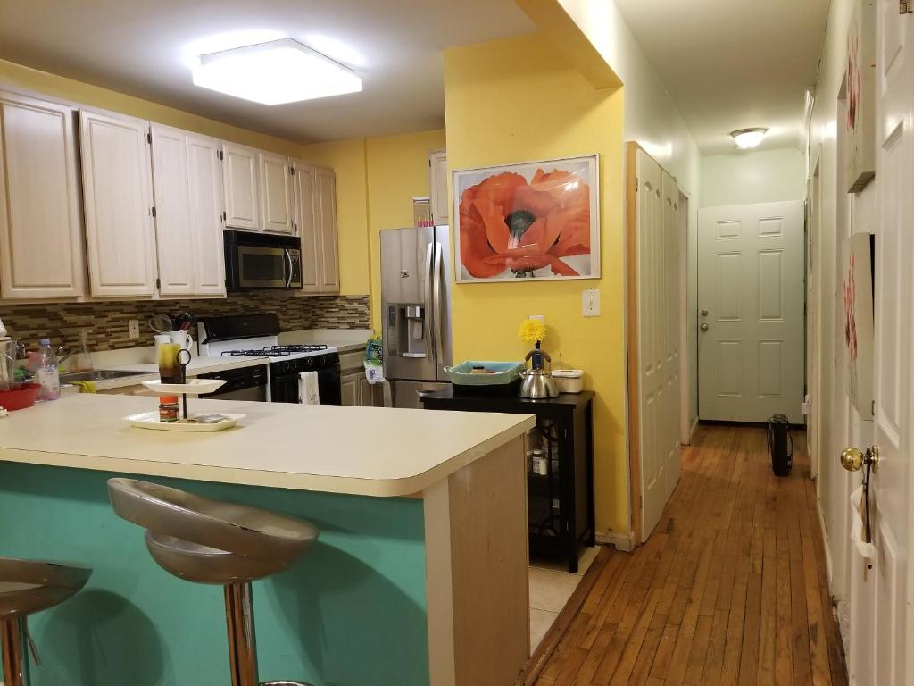 A kitchen or kitchenette at Brooklyn Hidden Oasis