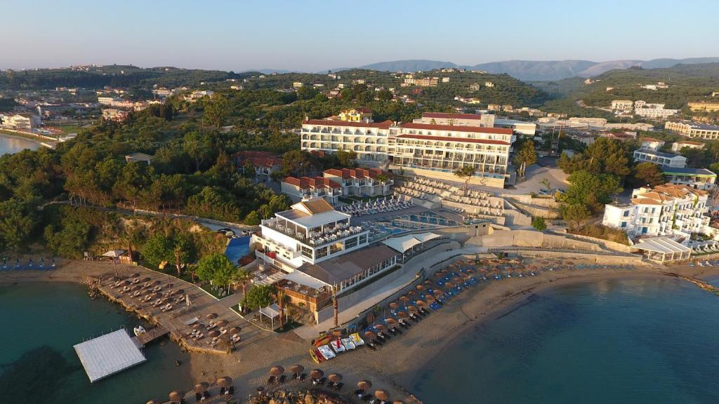 Een luchtfoto van Alexandra Beach Resort & Spa