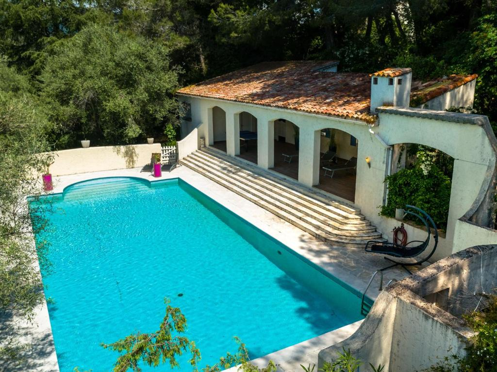 A view of the pool at Spacious Villa in La Gaude with Swimming Pool or nearby