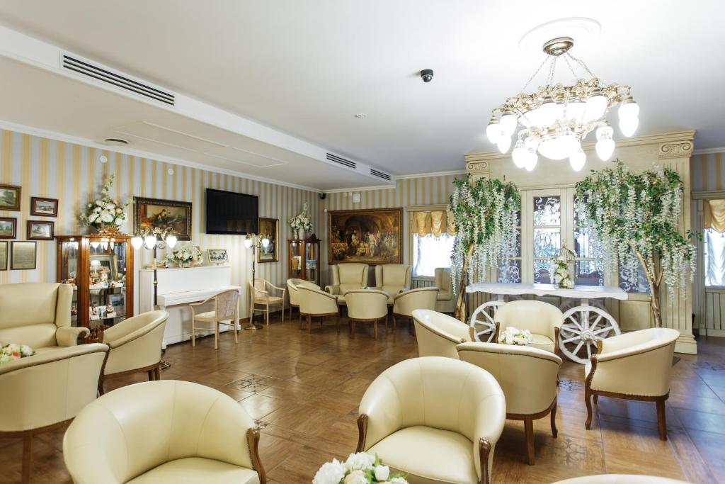 The lounge or bar area at Art Hotel Nikolaevsky Posad