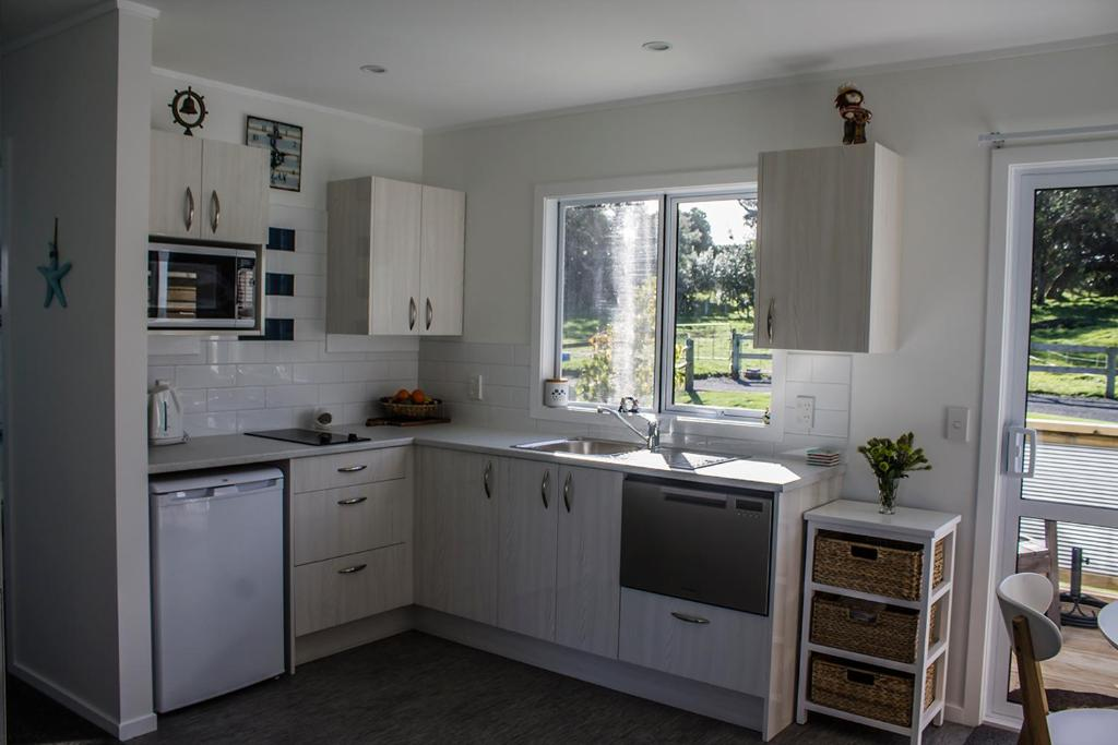 A kitchen or kitchenette at Selahmoor Cottage