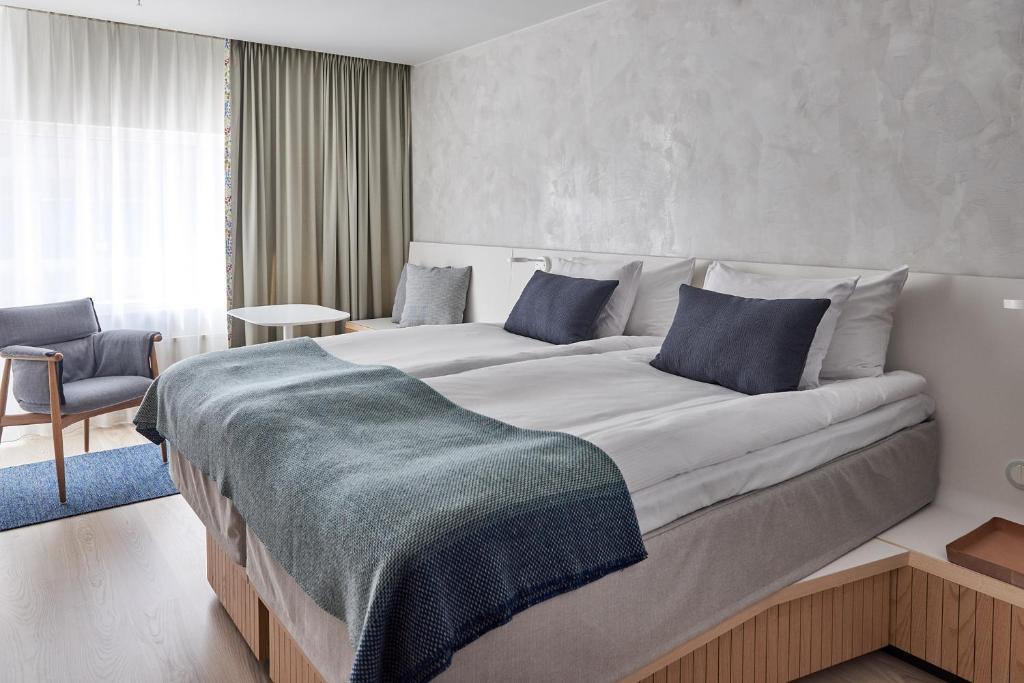 Säng eller sängar i ett rum på Nordic Light Hotel