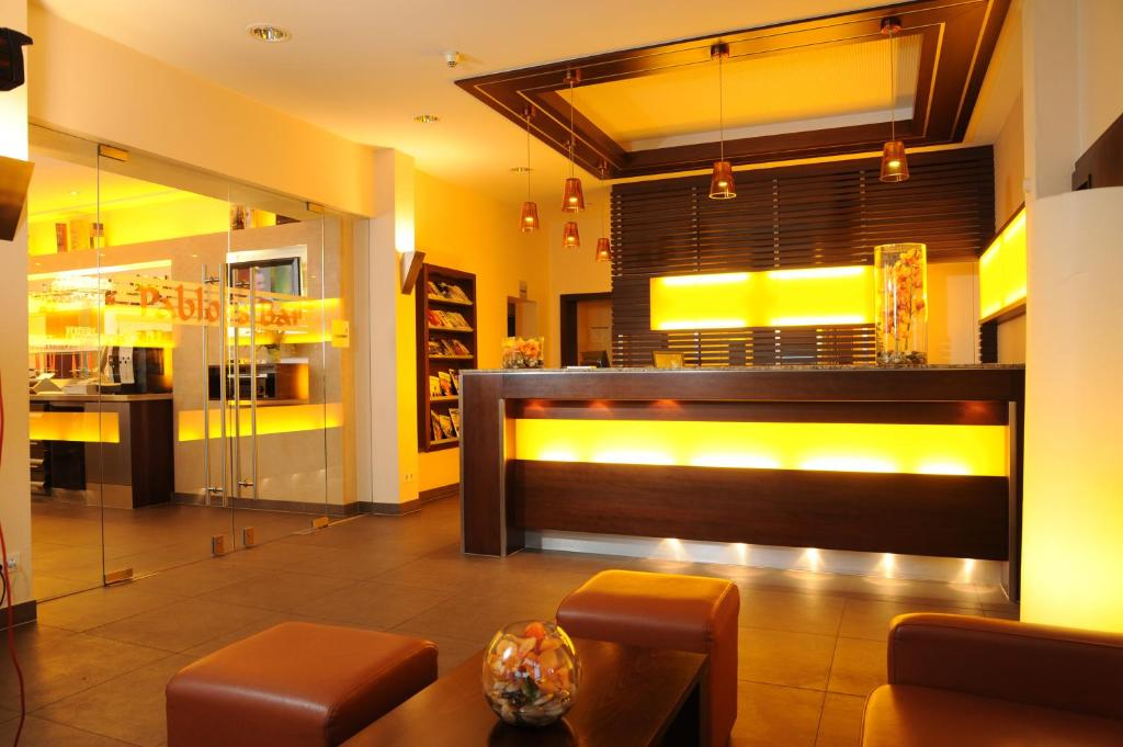 The lobby or reception area at Air Hotel Wartburg